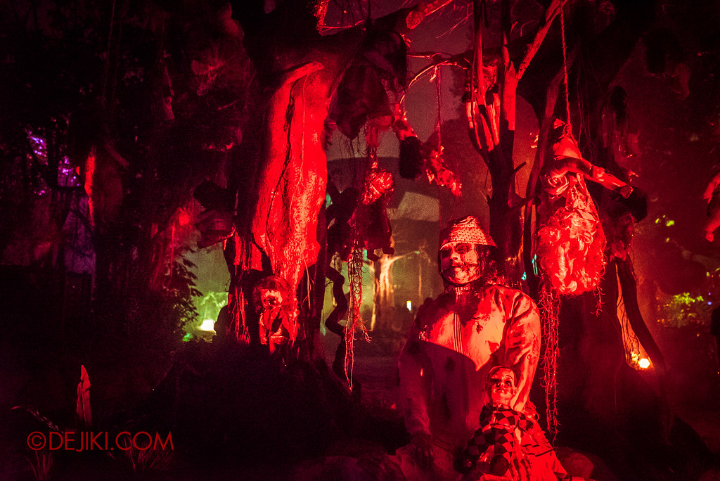 Halloween Horror Nights 6 - Suicide Forest / Red Dolls