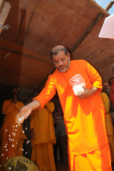 Foundation and ground breaking ceremony of Chinmaya Mission's Ganapati Temple at Chinmaya Vibhooti, Kolwan, Maharashtra, India on 18th January, 2009.