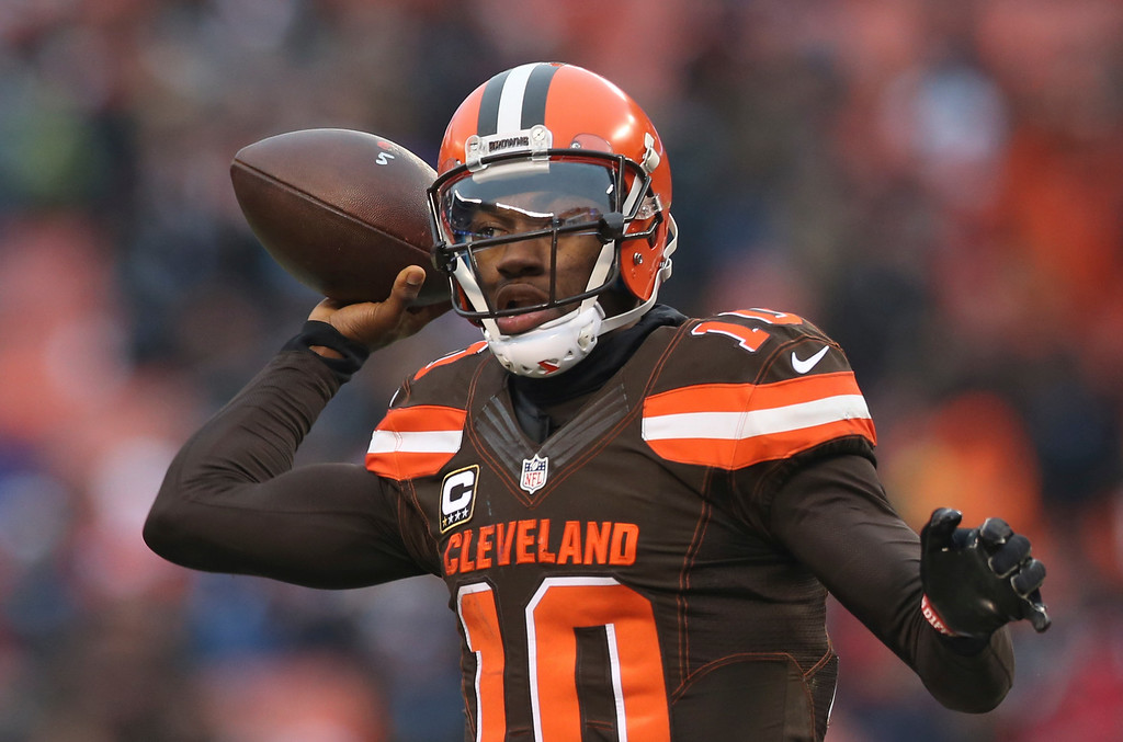 . Cleveland Browns quarterback Robert Griffin III (10) throws a pass to Isaiah Crowell in the second half of an NFL football game against the San Diego Chargers, Saturday, Dec. 24, 2016, in Cleveland. (AP Photo/Aaron Josefczyk)