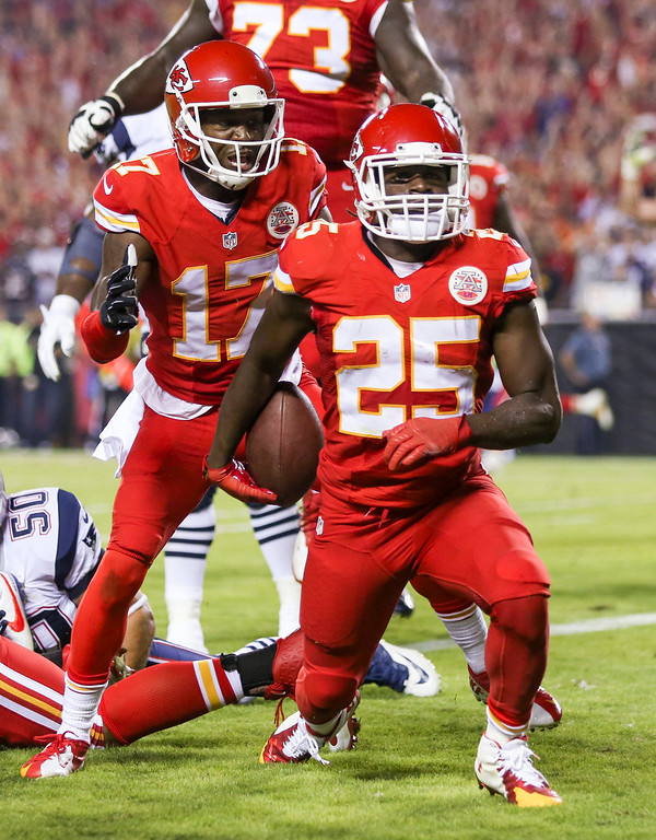 . Kansas City Chiefs running back Jamaal Charles, right, is congratulated by teammate Donnie Avery, left, after catching a 5-yard pass for a touchdown during the second quarter of an NFL football game against the New England Patriots Monday, Sept. 29, 2014, in Kansas City, Mo. (AP Photo/Ed Zurga)