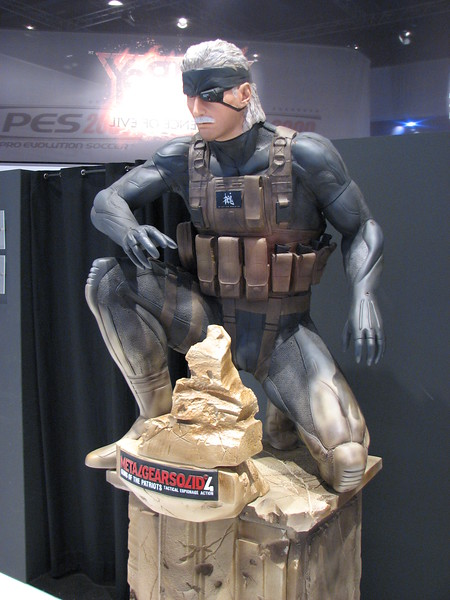 Old Snake (Metal Gears Solid 4) statue on Games Convention 2008