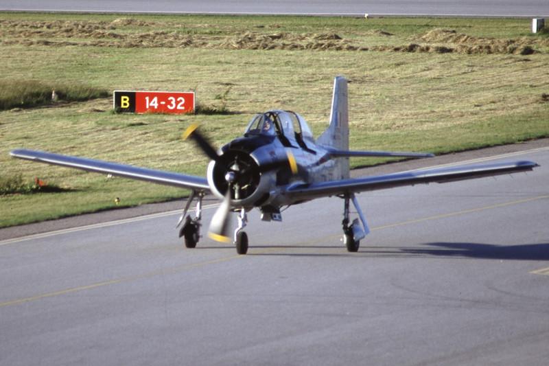 G-TROY-NorthAmericanT-28AFennec-Private-EKSB-2000-06-16-IK-16-KBVPCollection.jpg