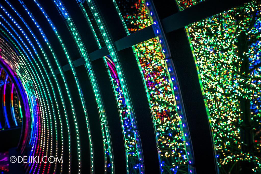 Universal Studios Singapore - Santa's All-Star Christmas 2016 / The Universal Journey - Rainbow Connection closeup