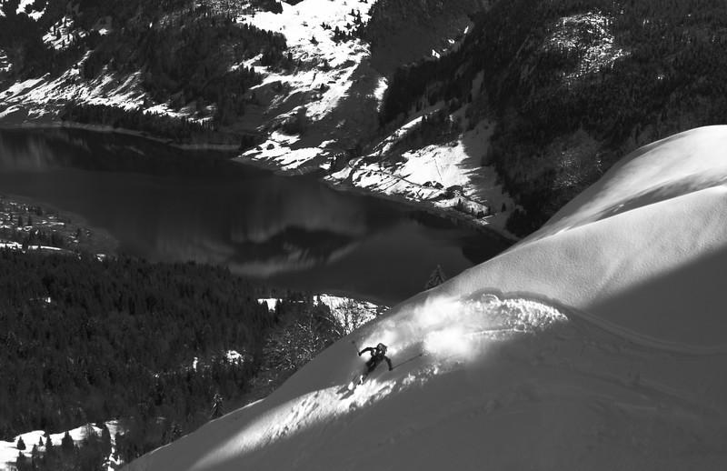 Powder turn high above the Wägitalersee, Swiss alps