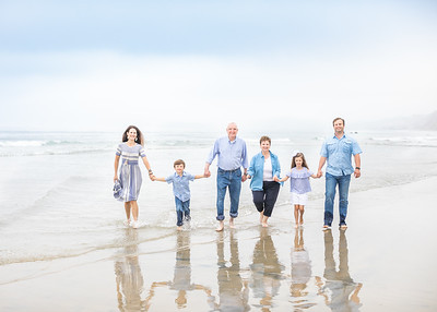 Extended Family Photographs at the beach at Scripps Pier in La Jolla - early morning large family photography session - The Currey Family June 2019