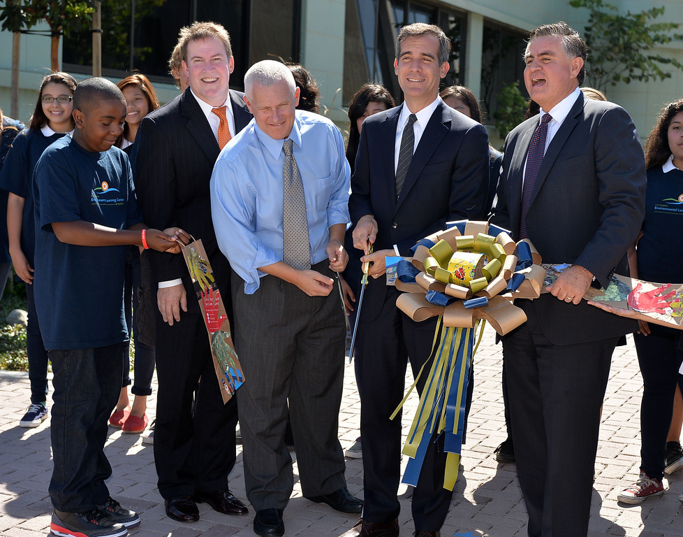 . 0917_NWS_TDB-L-HYPERION-- Los Angeles Mayor Eric Garcetti was on hand to open new Environmental Learning Center at Hyperion treatment plant in Playa Del Rey. Student Jordan Durrell, Kevin James, Mike Bonin, Mayor Garcetti and Enrique Zaldivar cut ribbon.   20130916 - Playa Del Rey, CA --  Photo by : Robert Casillas / DAILY BREEZE
