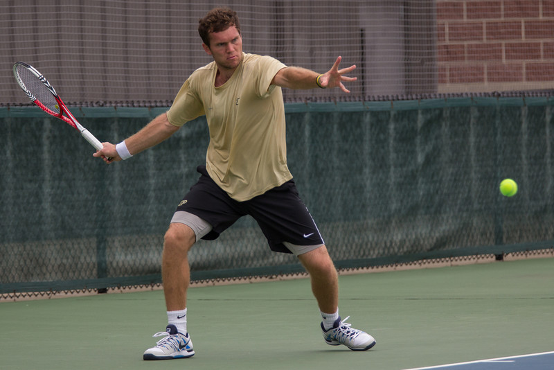 Szymon Tatarczyk uses the force to keep a volley going