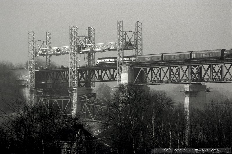 Rebuilding the Moresnet viaduct in 2003. The first two spans have been exchanged.