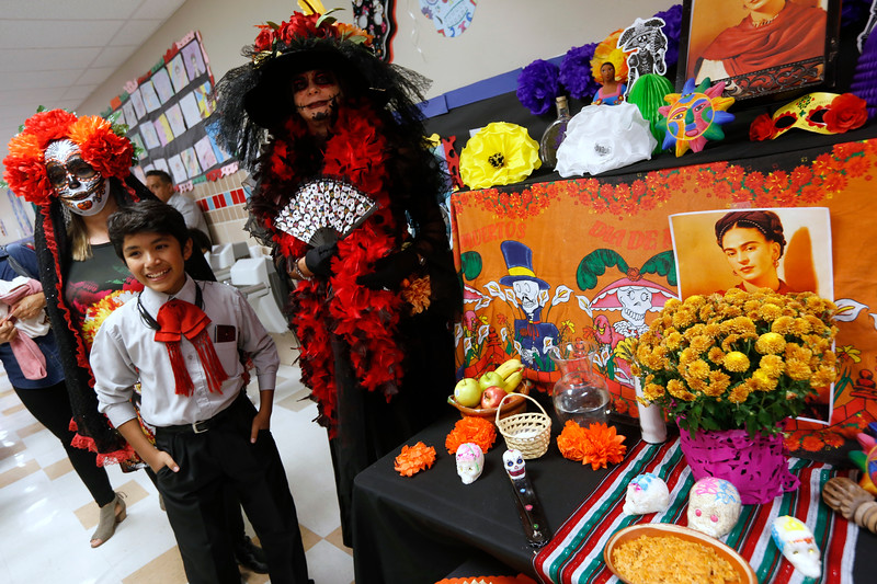 110118BrownMS-DayOfTheDead022 copy.JPG