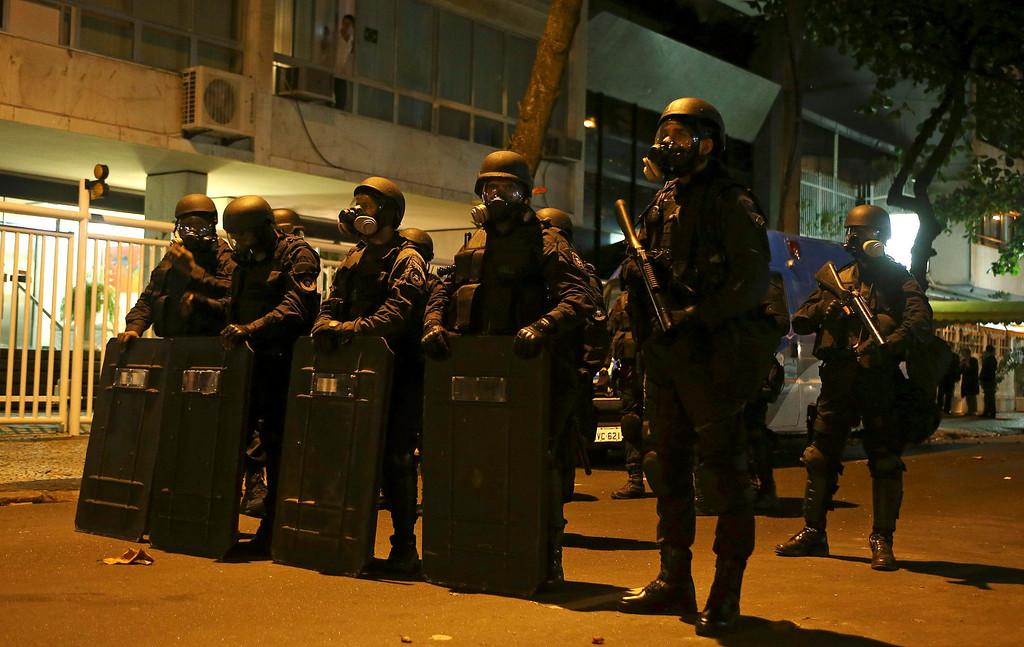 . Military police officers guard a street where Rio de Janeiro\'s governor Sergio Cabral is located, in Rio de Janeiro June 21, 2013. REUTERS/Pilar Olivares