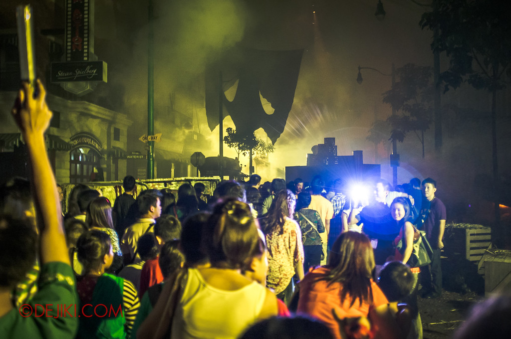 Halloween Horror Nights 2011 Singapore POST-APOCALYPTIC RAGE scare zone