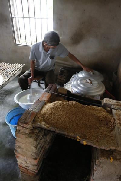 Making thin rice pancakes