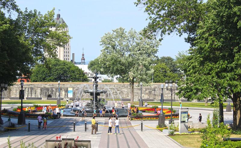 QuebecCity-Parliament06.JPG