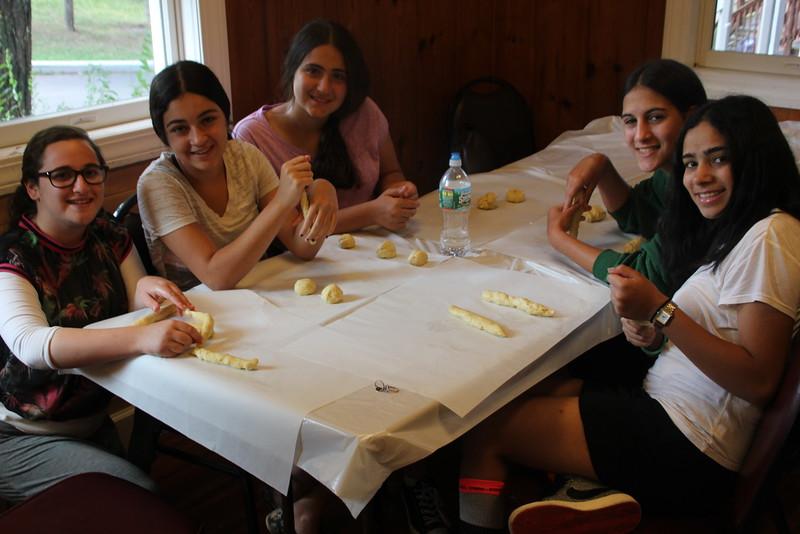 kars4kids_thezone_camp_girlsDivsion_activities_baking (34).JPG