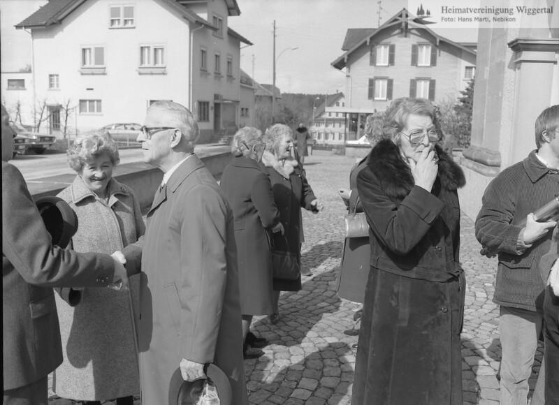 #050413   Gürber-Greber Franz, 75. Geburtstag; Rechts von Gürber-Greber Franz steht Marti-Greber Margrit (Schwägerin); jst; era