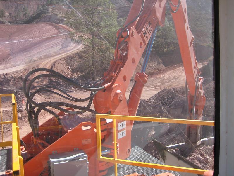 NPK B700 pedestal boom system (sn 1N7470) with GH6 hydraulic hammer-secondary rock breaking (3).jpg