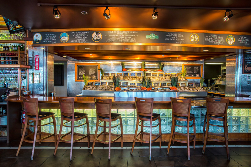 Pratt_Elliotts_Oyster_Bar_001.jpg