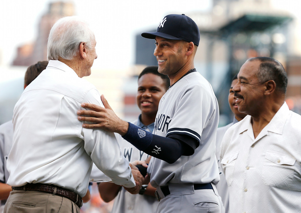 . Detroit Tigers Hall-of-Famer Al Kaline, left, greets New York Yankees shortstop Derek Jeter, center, as Willie Horton looks on in a special on-field ceremony before a baseball game in Detroit, Wednesday, Aug. 27, 2014. (AP Photo/Paul Sancya)