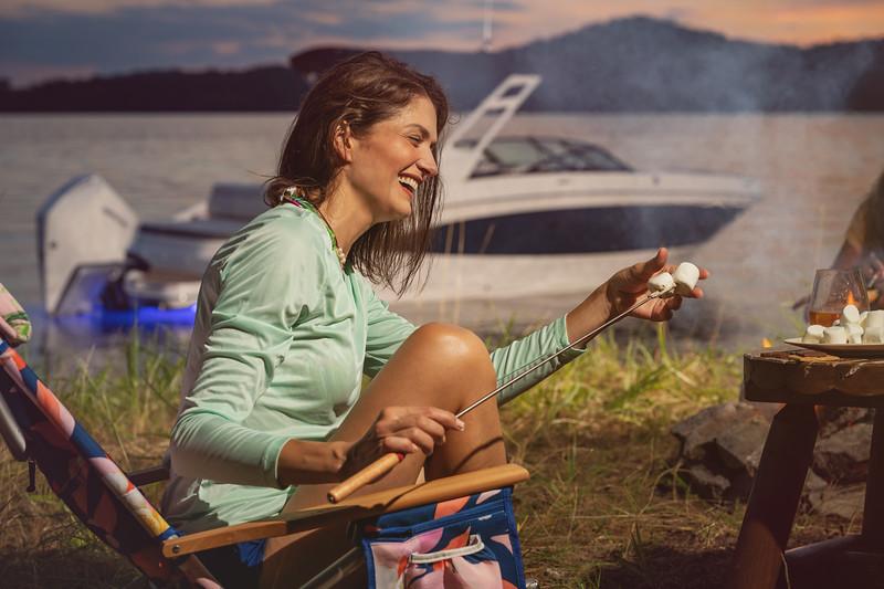 2021-SDX-270-Outboard-SDO270-lifestyle-woman-camping-04509-select.jpg