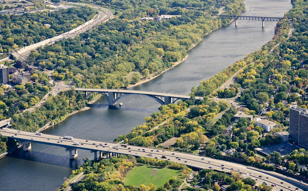 . Looking south down the Mississippi River. I-94 is in the foreground. (Pioneer Press: Ben Garvin)