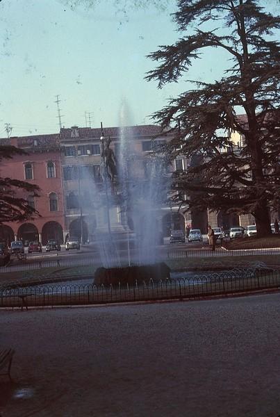 1965 02 Italy Verona central square.jpg