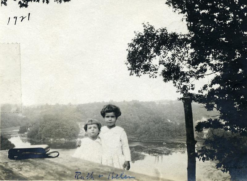 Ruth & Helen 19210030.jpg