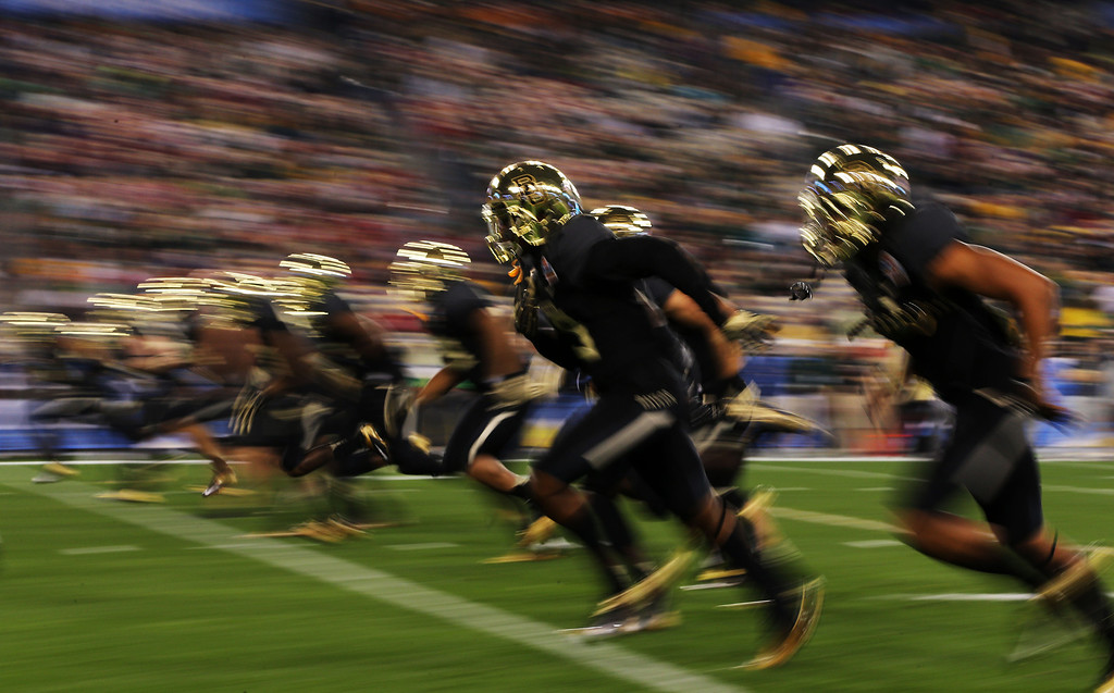 . GLENDALE, AZ - JANUARY 01:  The Baylor Bears warm up prior to the Tostitos Fiesta Bowl against the UCF Knights at University of Phoenix Stadium on January 1, 2014 in Glendale, Arizona.  (Photo by Christian Petersen/Getty Images)
