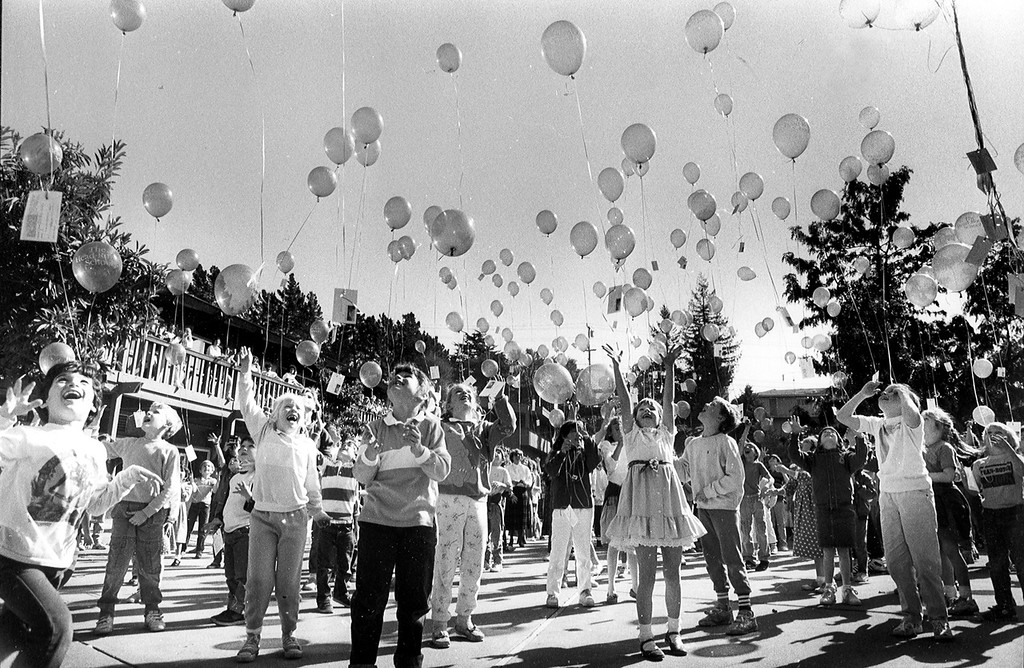 . Youngsters at Head Royce School celebrated its 100th birthday by letting go 175 balloons bearing postcards at their school in Oakland, Calif. on Feb. 13, 1988.   (Angela Pancrazio/Oakland Tribune Archives)