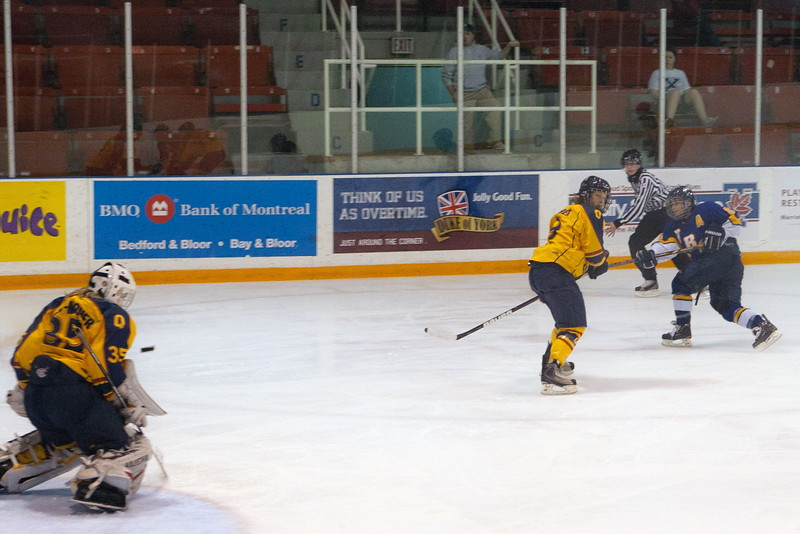 20130310 QWHockeyvsUBC 699.jpg