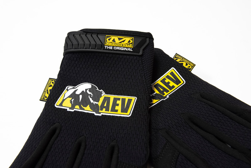 AEV_Gloves_TBL2.jpg