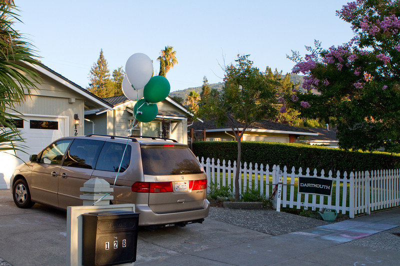 Green and white balloons help.