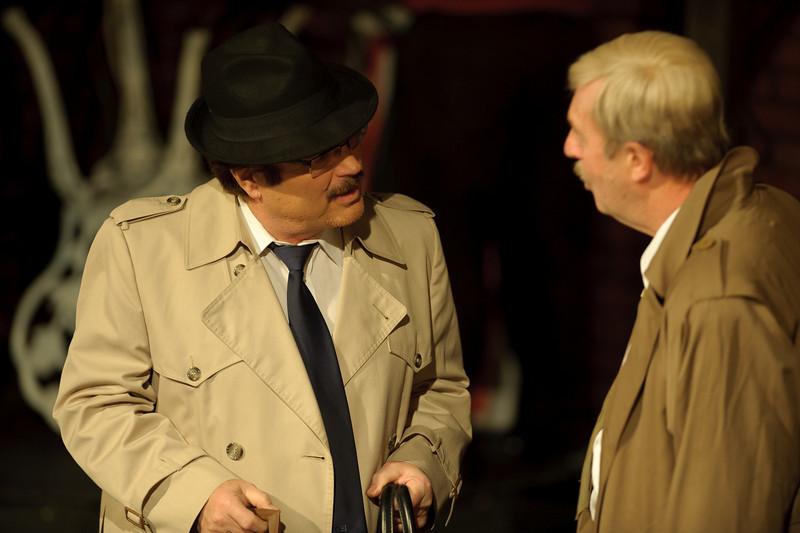 Jim Rogato is Detective O'Farrell.