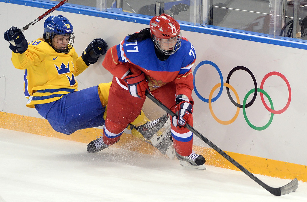 . Sweden\'s Anna Borgqvist (L) vies with Russia\'s Inna Dyubanok during the Women\'s Ice Hockey Group B match Sweden vs Russia at the Shayba Arena at the Sochi Winter Olympics on February 13, 2014 in Sochi.     ANDREJ ISAKOVIC/AFP/Getty Images