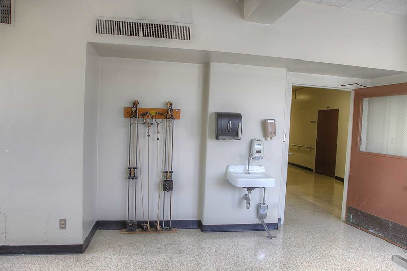 hospital_physical_therapy_rm1010_int3.jpg