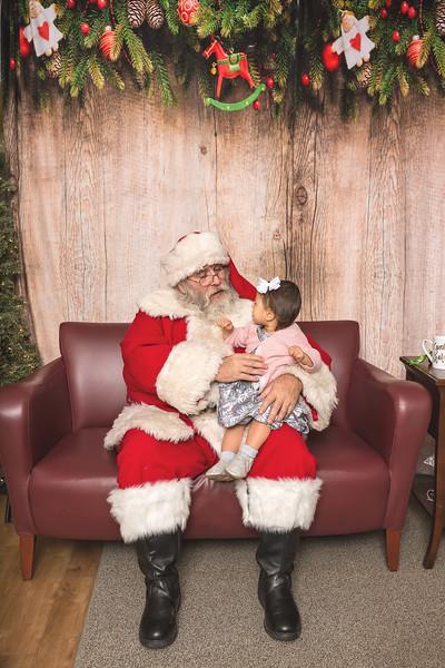 Ameriprise-Santa-Visit-181202-5043.jpg