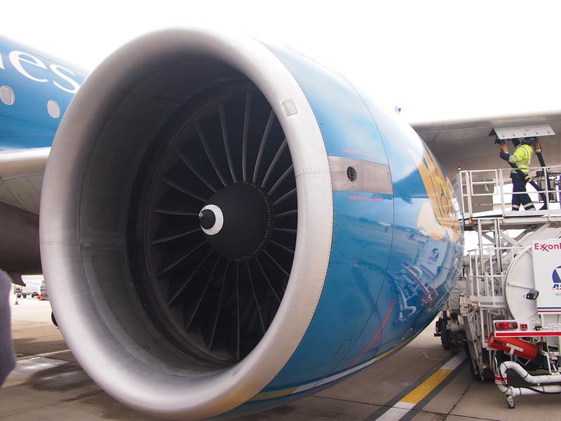 PB055628-777-200-jet.JPG