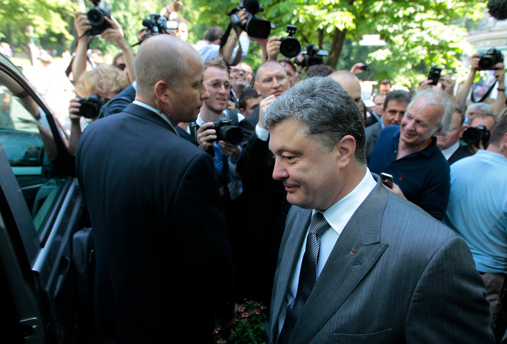 . Ukrainian presidential candidate Petro Poroshenko leaves after the vote at a polling station during presidential and mayoral elections in Kiev, Ukraine, Sunday, May 25, 2014. Ukraine\'s critical presidential election got underway Sunday under the wary scrutiny of a world eager for stability in a country rocked by a deadly uprising in the east. (AP Photo/Sergei Chuzavkov)