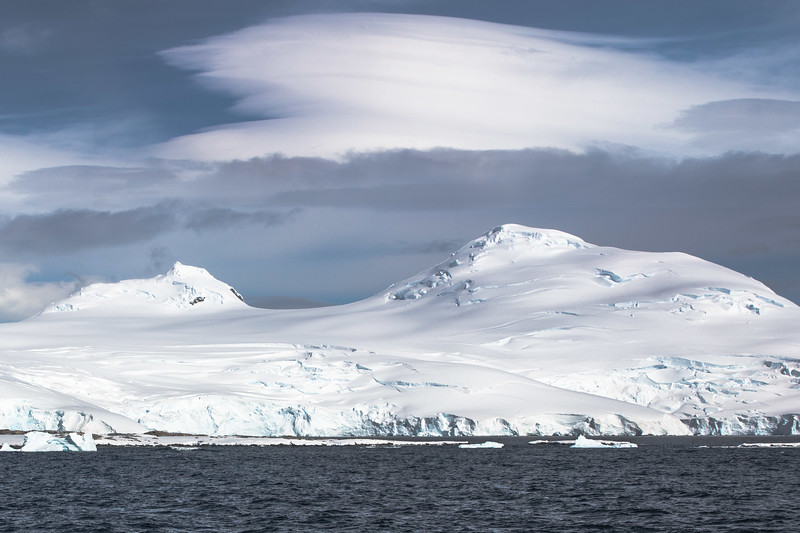GlacierCvrd Mtns Antarctica F6A68-.jpg