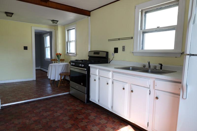 4 Pleasant St. Kitchen_5.jpg