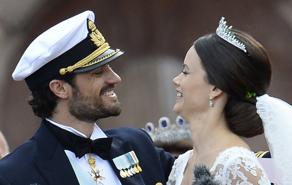 . Sweden\'s Princess Sofia (R) and Sweden\'s Prince Carl Philip after their wedding ceremony at Stockholm Palace on June 13, 2015. AFP PHOTO / JONATHAN NACKSTRAND/AFP/Getty Images