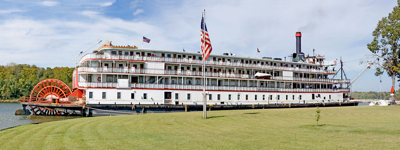 Delta Queen docked in Demopolis, Alabama