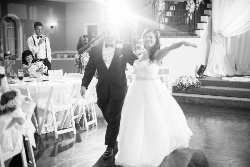 0889_Josh+Lindsey_WeddingBW.jpg