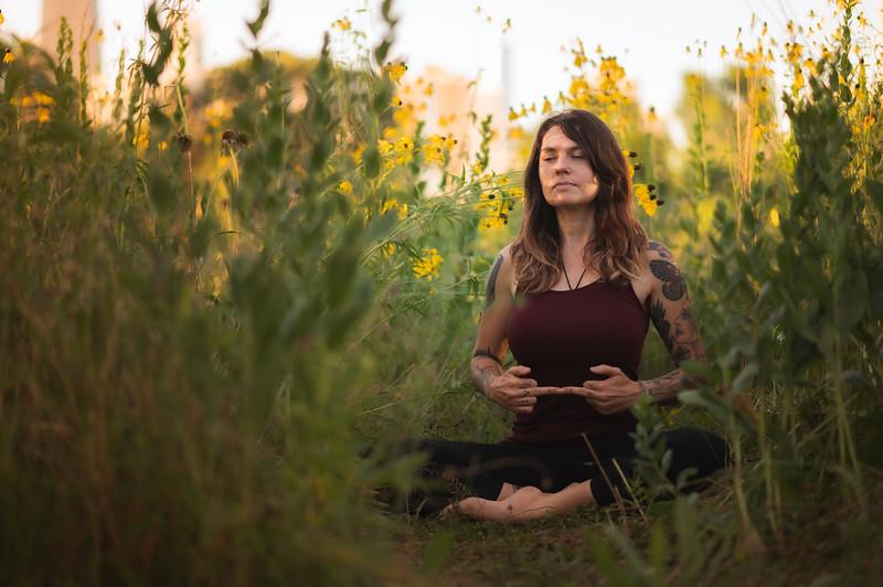 Online Yoga - Lincoln Park Shoot-34.JPG