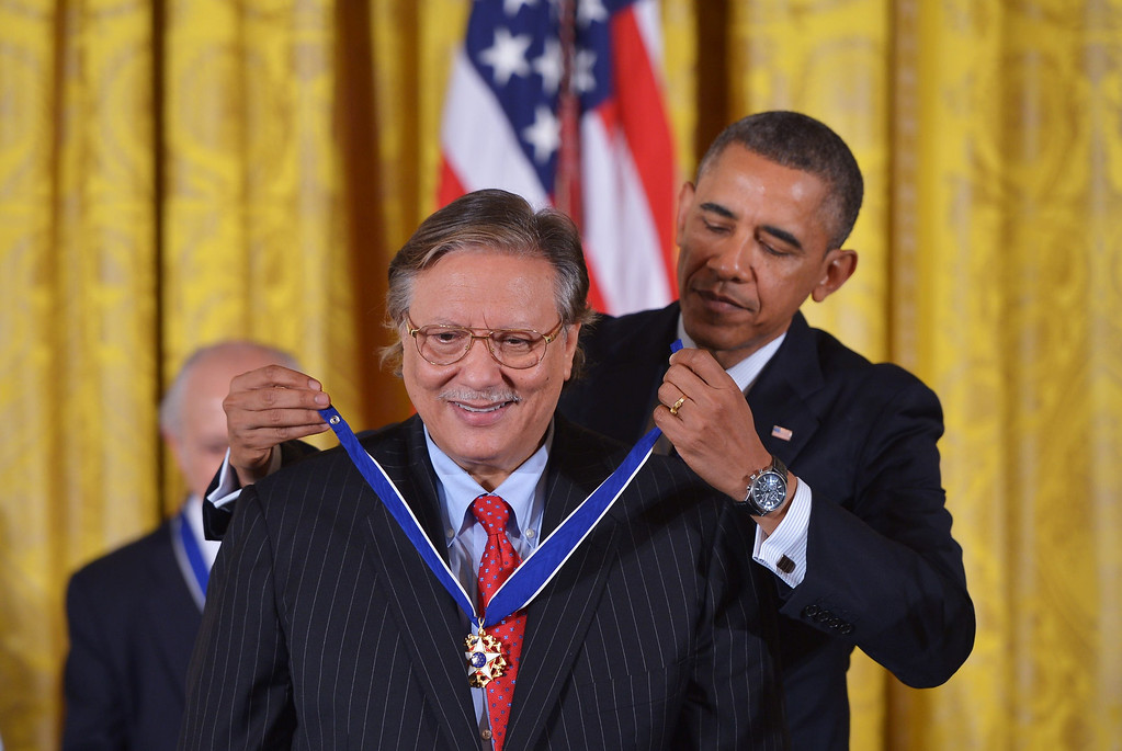 . US President Barack Obama presents the Presidential Medal of Freedom to jazz musician Arturo Sandoval during a ceremony in the East Room of the White House on November 20, 2013 in Washington, DC.  AFP PHOTO/Mandel NGAN/AFP/Getty Images