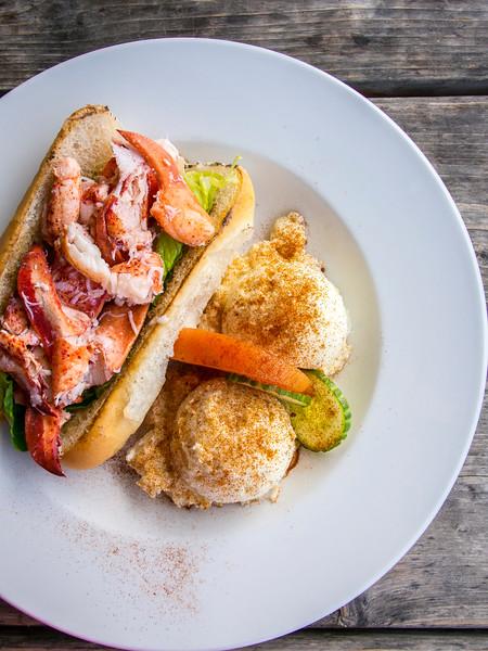 prince edward island lobster roll lobster barn 3.jpg