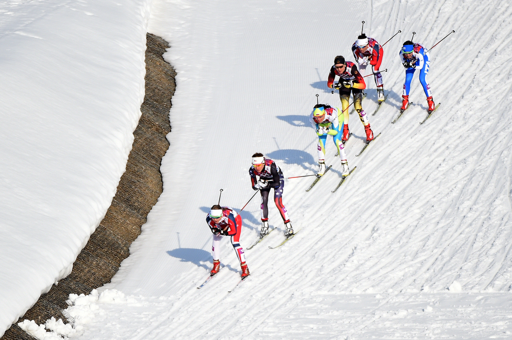 . Ingvild Flugstad Oestberg of Norway (L) leads the pack in Finals of the Ladies\' Sprint Free during day four of the Sochi 2014 Winter Olympics at Laura Cross-country Ski & Biathlon Center on February 11, 2014 in Sochi, Russia.  (Photo by Harry How/Getty Images)