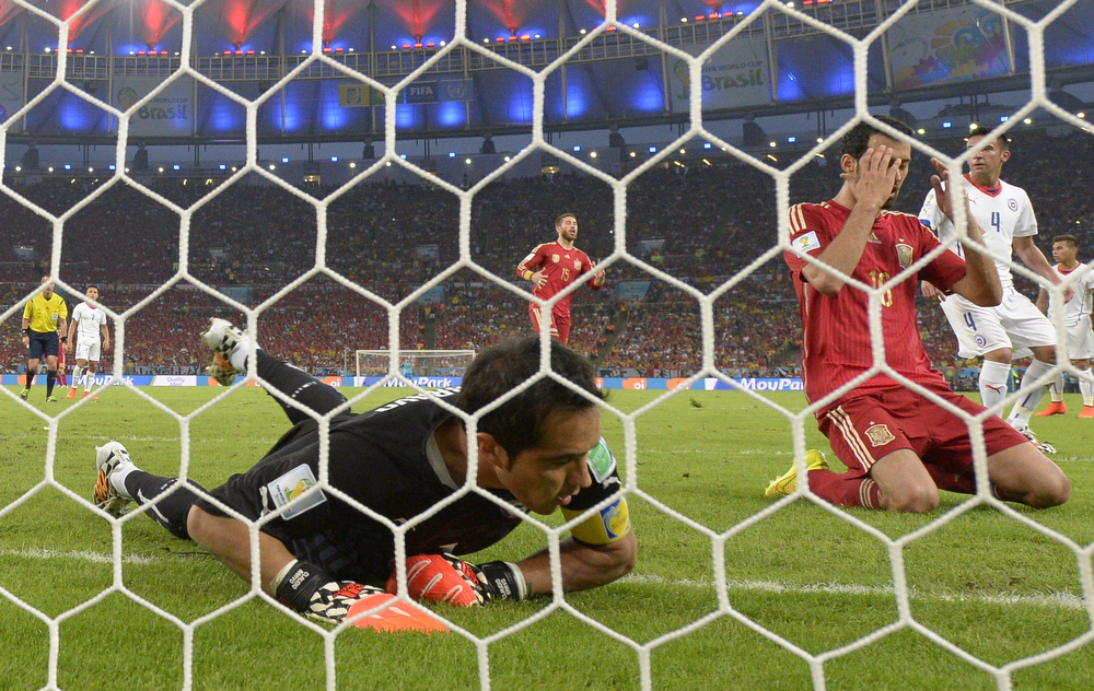. Spain\'s midfielder Sergio Busquets reacts after failing to score past Chile\'s goalkeeper and captain Claudio Bravo (L) during a Group B football match between Spain and Chile in the Maracana Stadium in Rio de Janeiro during the 2014 FIFA World Cup on June 18, 2014. (LLUIS GENE/AFP/Getty Images)