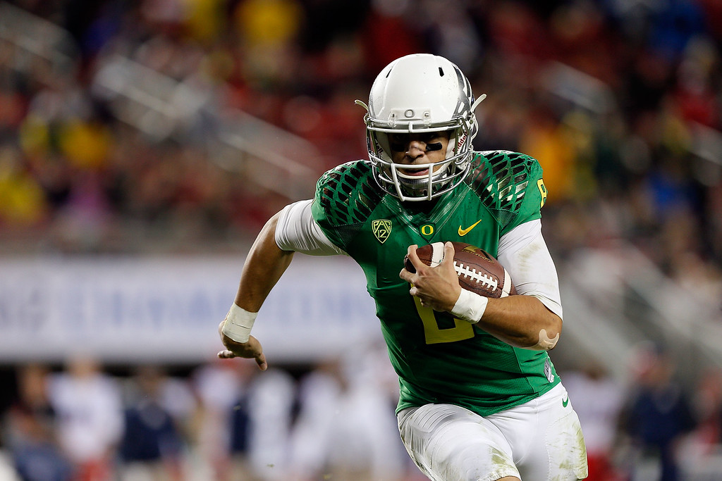 . Marcus Mariota #8 of the Oregon Ducks scrambles in the first half against the Arizona Wildcats during the PAC-12 Championships at Levi\'s Stadium on December 5, 2014 in Santa Clara, California. (Photo by Brian Bahr/Getty Images)