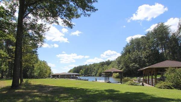2512 Lakeside Woods