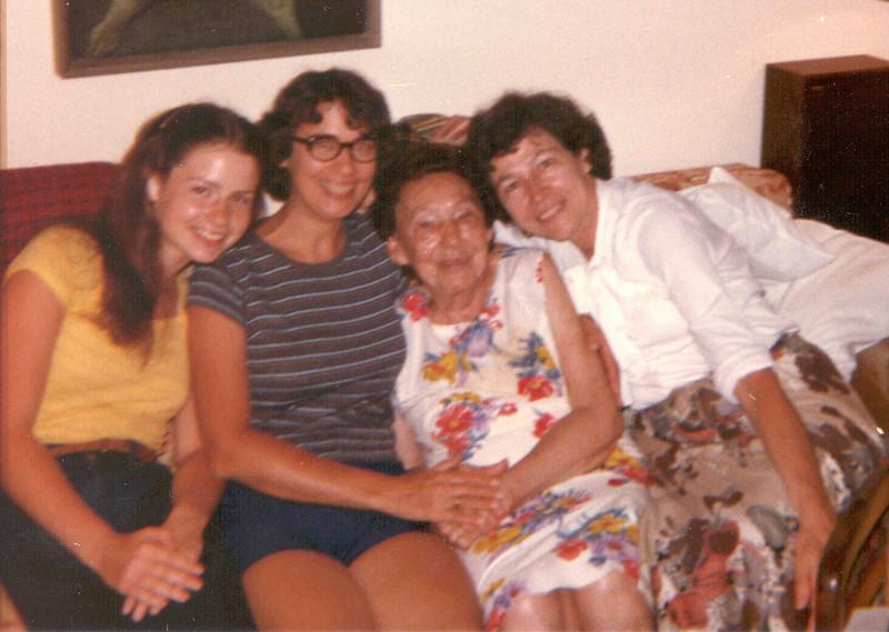 Sharon, Jacquie, Greatgrandmother, Marion in Florida.jpg